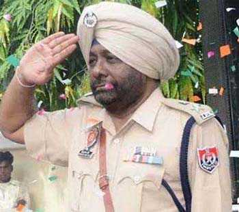 Booked for job fraud, IPS officer on the run