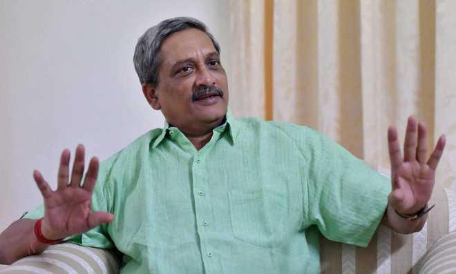 Parrikar assures on pay commission but Forces opt to wait