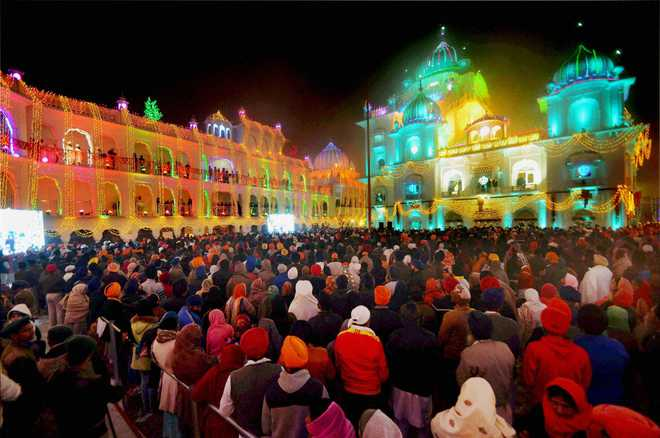Silver coins on Guru Gobind sell in huge numbers at Prakash Parv
