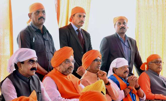Shah lauds Guru Gobind's contribution for protection of Hindus