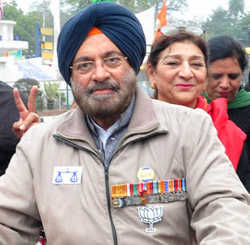 EC bars ex-Army chief from wearing medals while canvassing