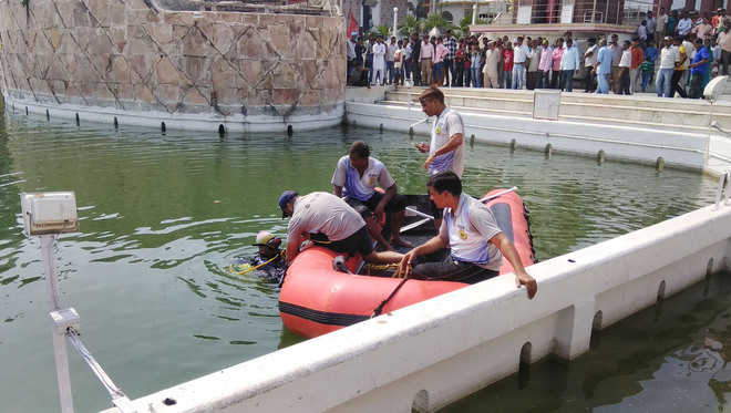 Youth's body found in temple pond