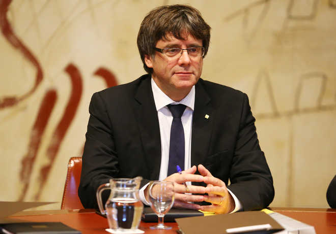 Crisis talks in Spain after Catalan independence 'suspended'