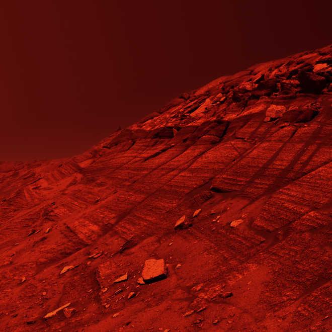 NASA probe spots possible source of sand on Mars