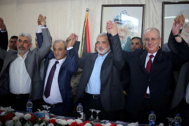 Hamas says reached deal with Palestinian rival Fatah