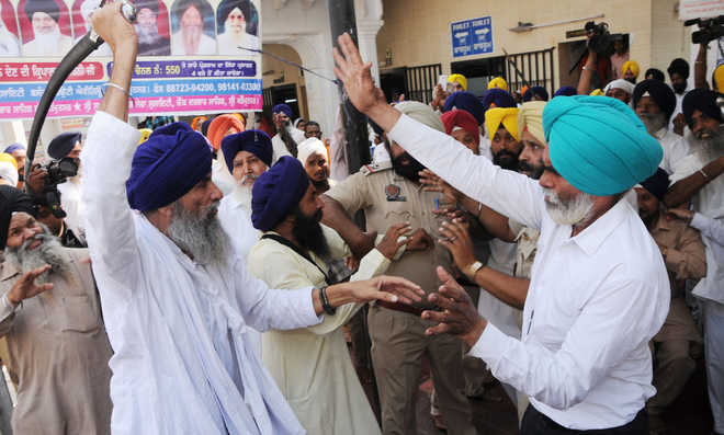 Sikh groups clash at Golden Temple, several injured