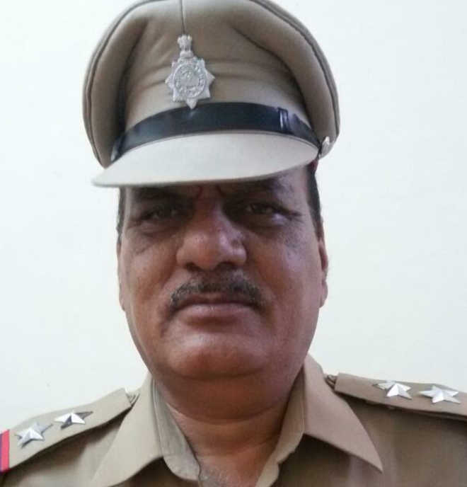 Sub-inspector caught taking bribe of   Rs 2 lakh