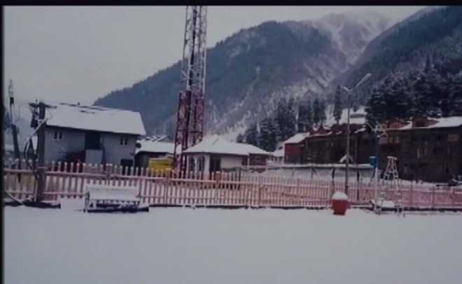 Higher reaches of Kashmir receive fresh snow, light rain