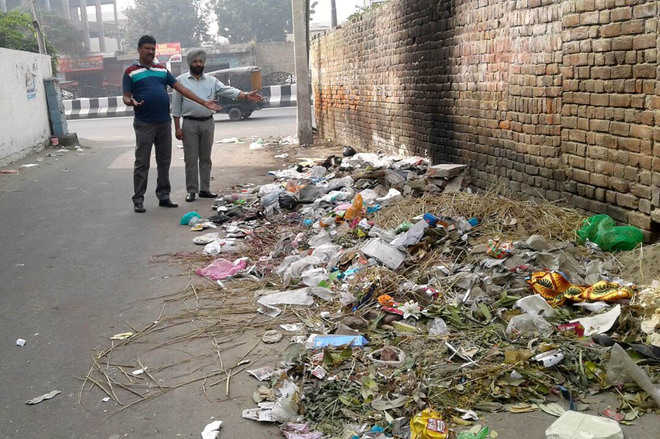 MCB issues challans for littering city
