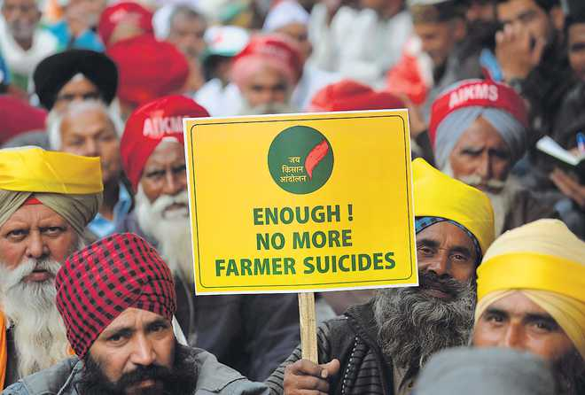Farmers change tack, focus on debt waiver, better prices