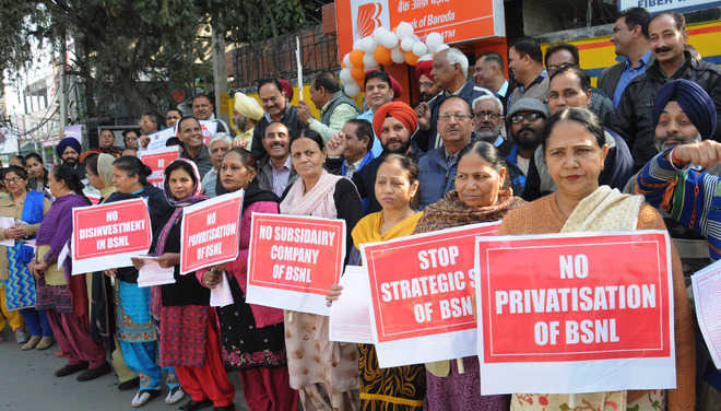 Separate subsidiary company: BSNL employees hold protest