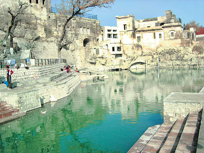 Fill Katas Raj temple pond with water in a week: Pak SC to govt