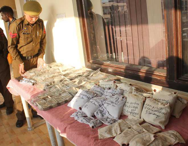 15.3 kg of heroin seized; four held