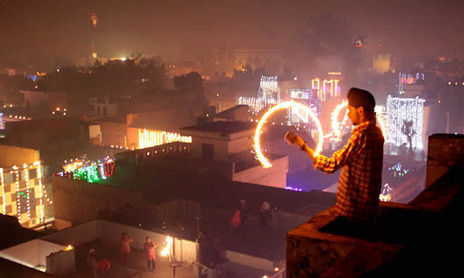 HC bans bursting of crackers on New Year in Punjab, Haryana