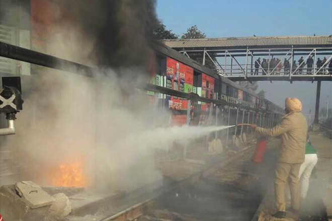 Bathinda-Fazilka coach goes in flames as it reaches station