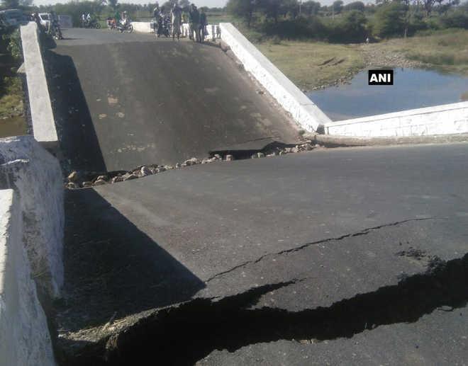 Bridge breaks into two in MP''s Jhabua district; none hurt