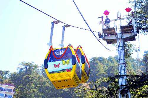 Take Shimla ropeway to reach Jakhu from Ridge in 5 minutes