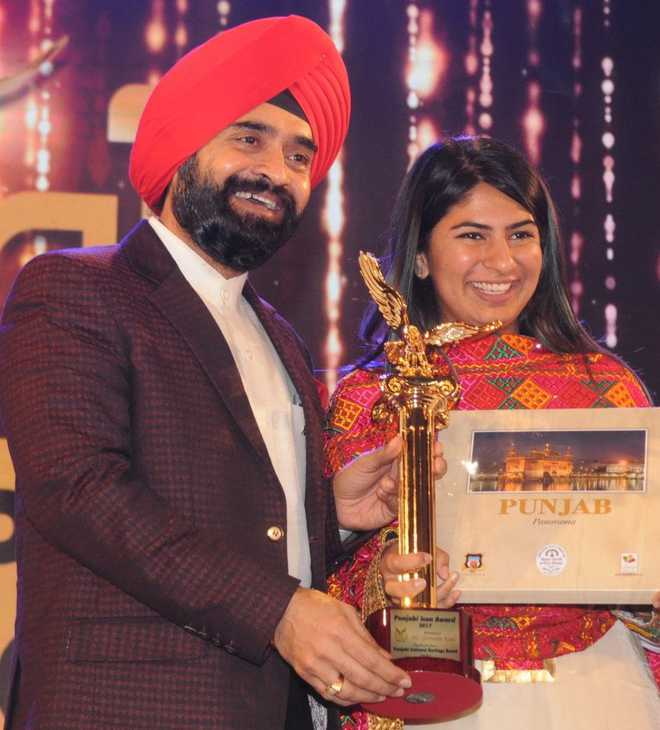 Gurmehar Kaur, others honoured at 'Punjabi Icon' awards