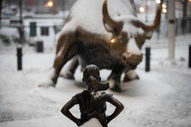 'Fearless Girl' to face the bull until next year