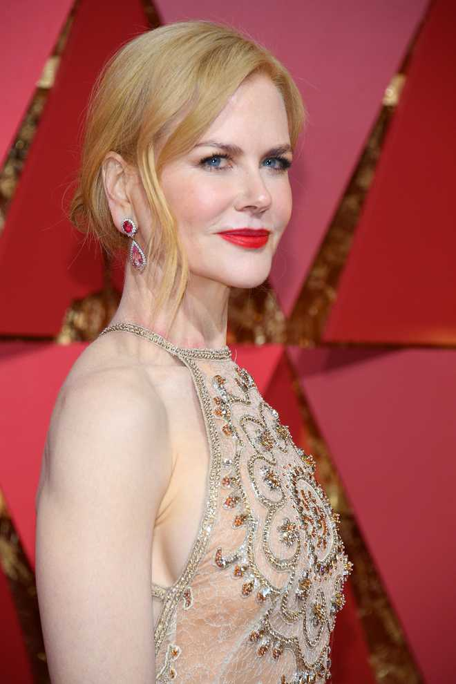 Nicole Kidman puts wedding dress on display at exhibition