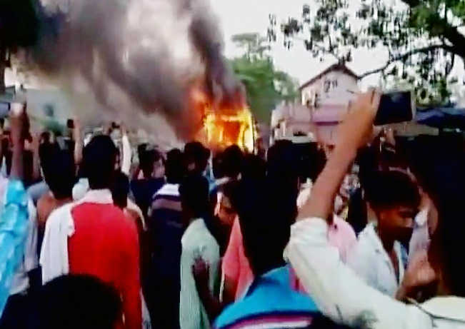 Eight, including 2 kids, charred to death as bus catches fire in Bihar