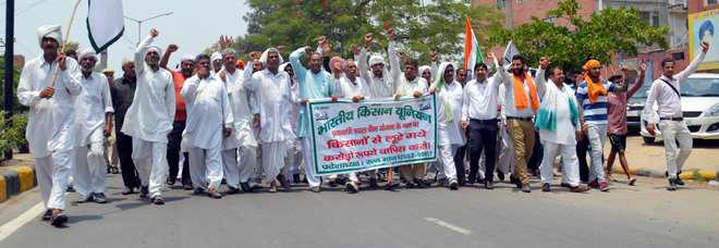 Implement Swaminathan report, demand farmers