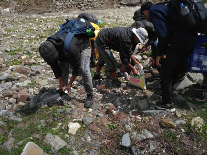 IIT students on Clean Himalayas Mission