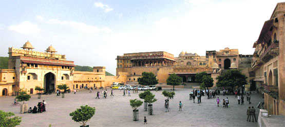 PETA up in arms against jumbo rides at Amber Fort in Jaipur