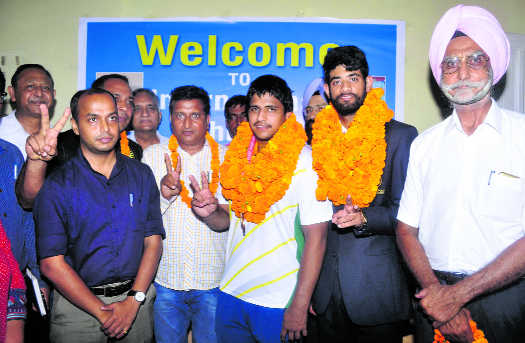 Hearing-impaired athletes get grand welcome in city