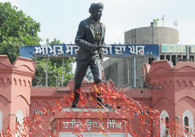 Martyrs' statues being used as bunting pillars, residents fume