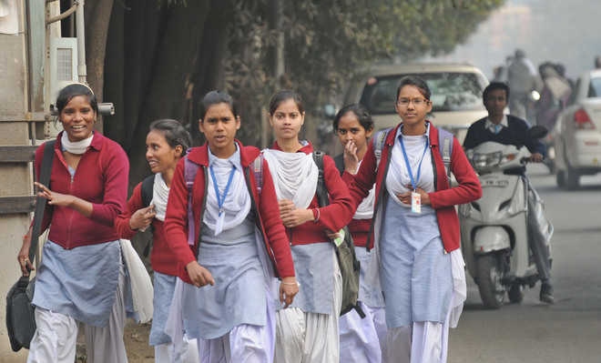 As visibility drops, Punjab districts order change in school timings