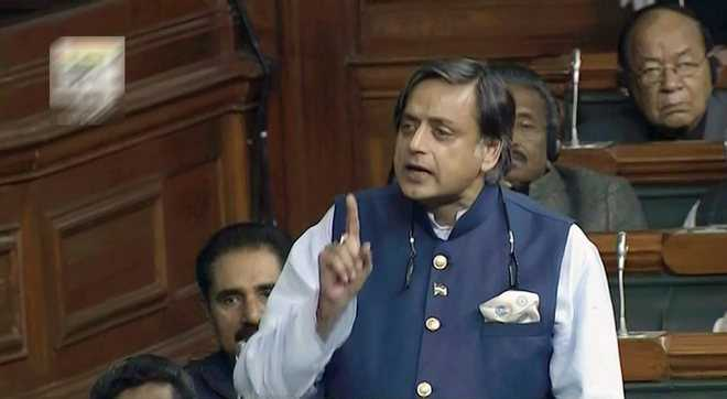 Sushma, Tharoor spar over use of Hindi at UN