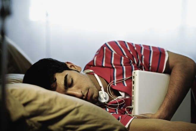 Can sleeping for longer lead to healthier diet?