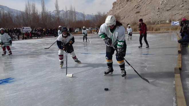 120 girls get training in ice hockey at Leh