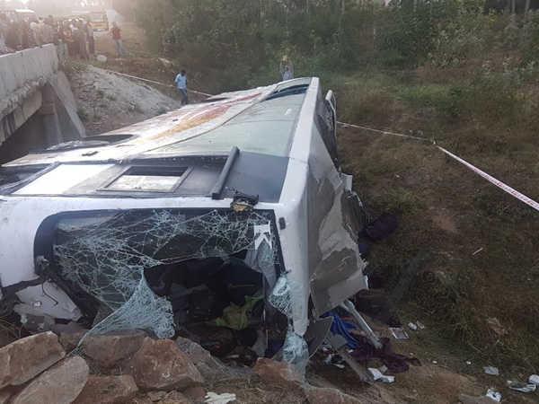8 die in bus accident in Karnataka