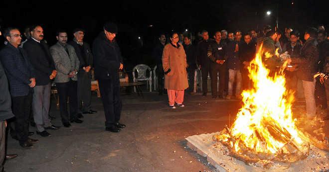 Guv, First Lady celebrate Lohri with staff
