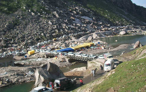 Rohtang ropeway row: Govt may bow to locals'' demands