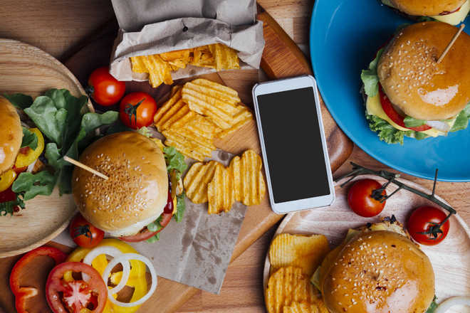 Fast food makes people prone to heart diseases, claims study
