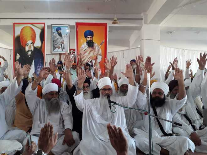Karnal gurdwaras wage a poster war