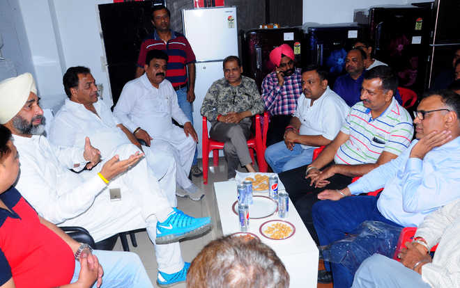 Manpreet assures solution to issues of shopkeepers