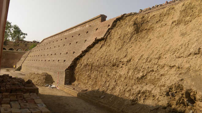 Gobindgarh Fort wall comes off, heritage lovers fume