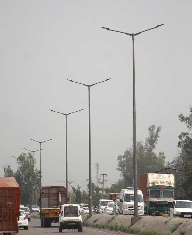 Complaints over defunct street lights on rise in city