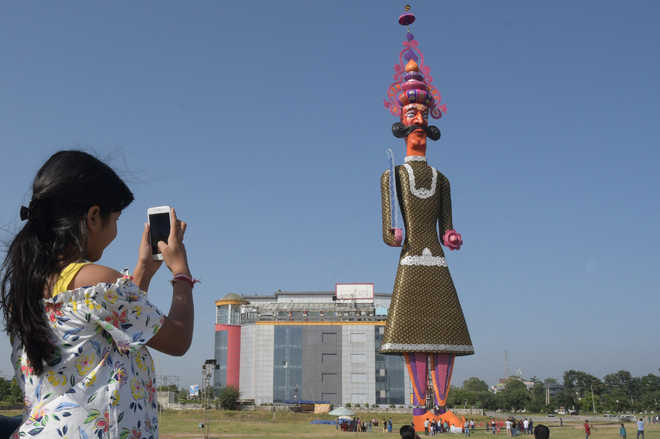 Country's tallest Ravana effigy in P'kula draws crowds