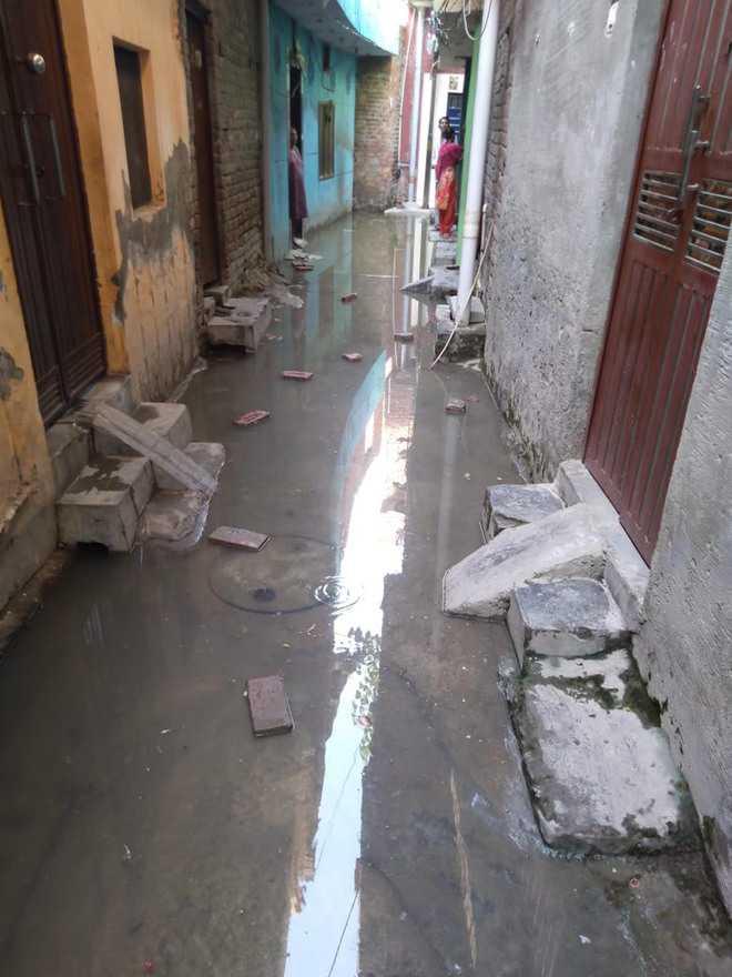 Sewage submerges Ekta Nagar street