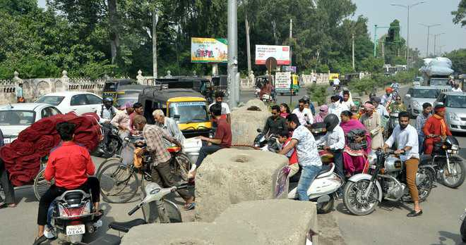 Road blocked for CM's visit, commuters hit