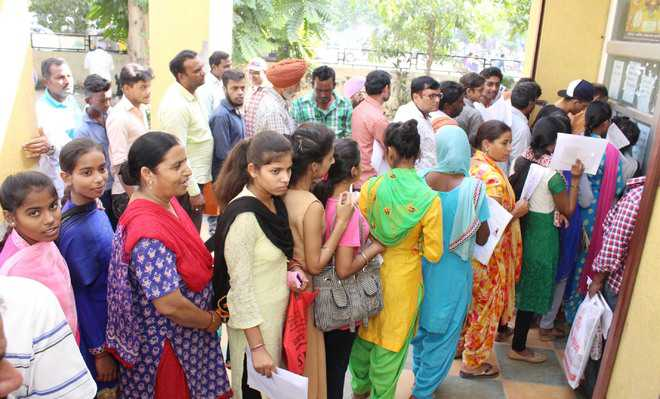 Students, parents stand in queue for over 4 hrs to get income certificate