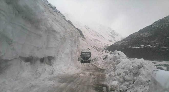 Manali-Leh, Kaza roads closed