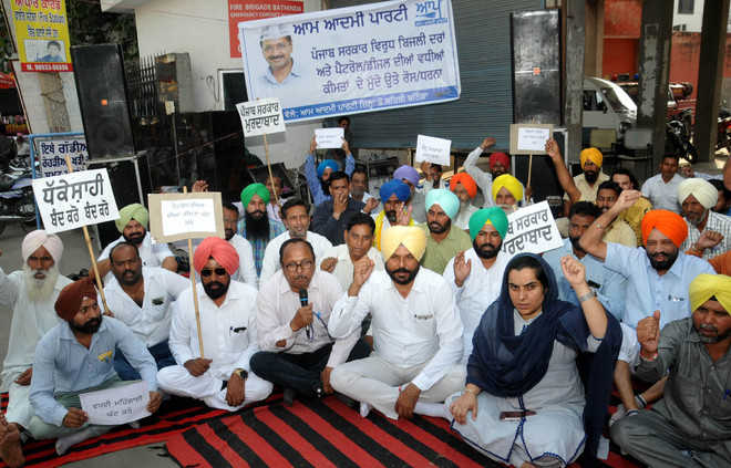 AAP protests hike in power tariff, fuel prices