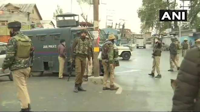 Policeman, 3 Hizb militants killed in Srinagar encounter