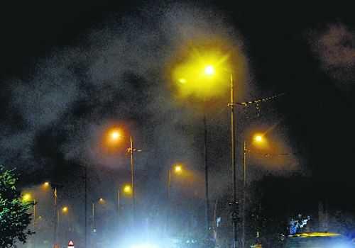 Hussain demands immediate halt to stubble burning